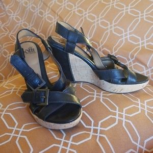 Sofft size 7.5 black leather sandals